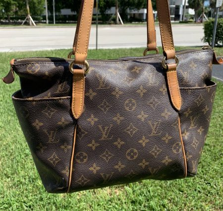 Louis Vuitton Totally PM Monogram Canvas Shoulder Bag