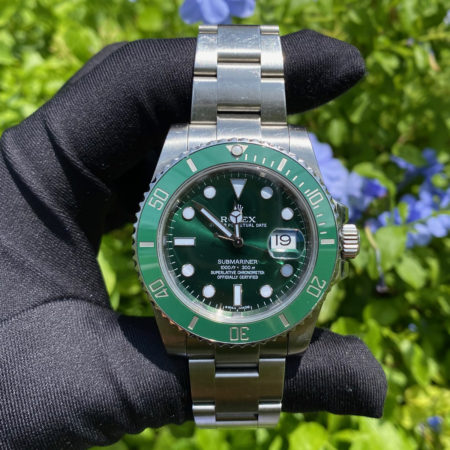 """Rolex 116610lv """"Hulk"""" Submariner Stainless Steel Watch COMPLETE BOX & PAPERS"""
